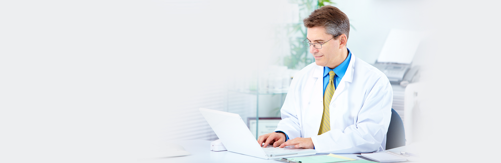 doctor using dental notes software on computer